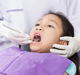 Si Kecil Pertama Kali ke Dokter Gigi, Apa yang Harus Dilakukan?