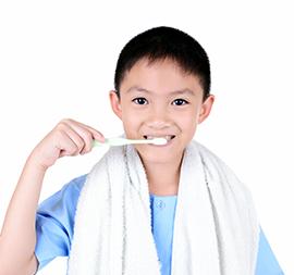 Bentuk Kebiasaan Baik Menyikat Gigi pada si Kecil, Yuk!